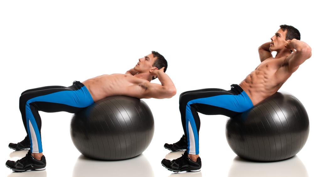ball crunch merupakan olahraga ringan untuk mengecilkan perut