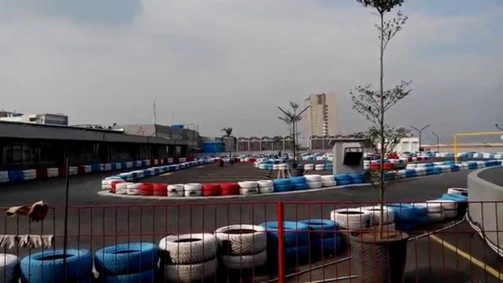arena go kart di atap hartono mall solobaru