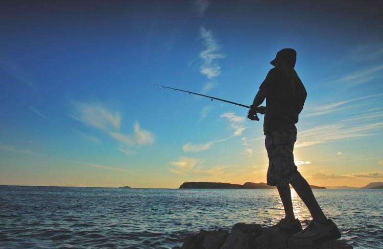 memancing di sore hari