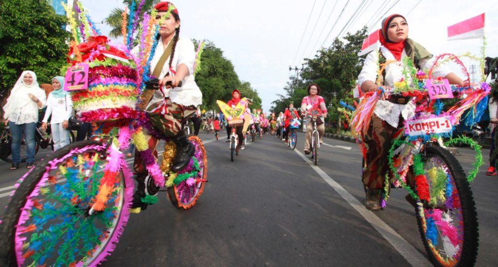 Pawai Sepeda hias di Solo Car Free Day saat hari kartini merupakan wisata solo