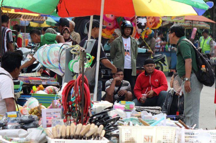 wisata kota solo pedagang sunday market manahan