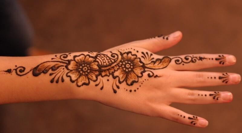 gambar henna tangan bunga ukir