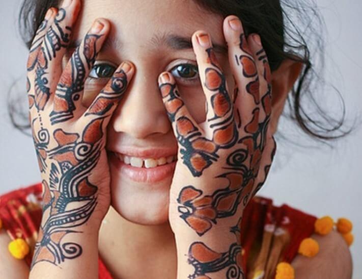 henna anak kecil berwarna