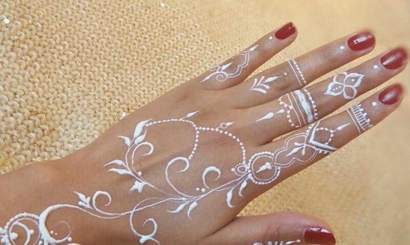 henna putih simple