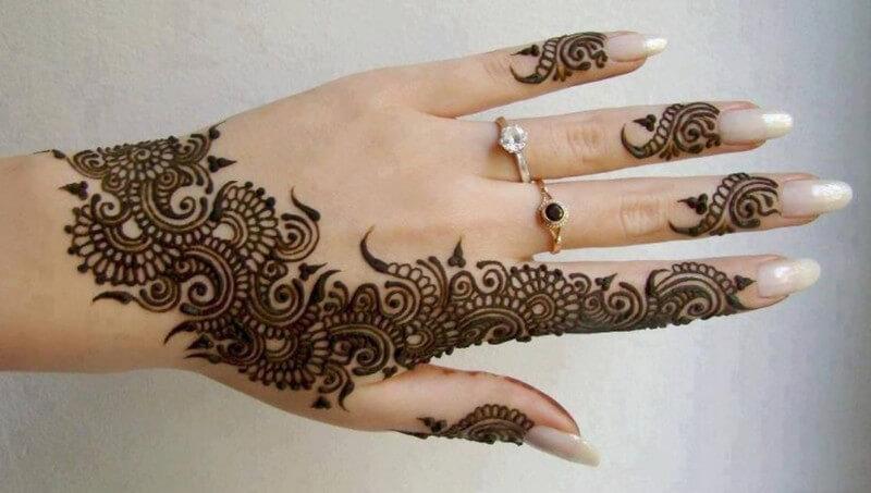 gambar henna di tangan simpel