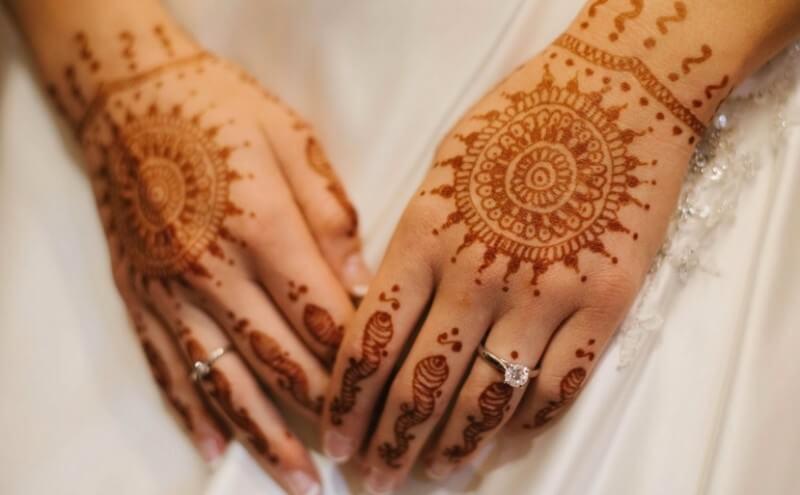 tangan cantik pakai henna