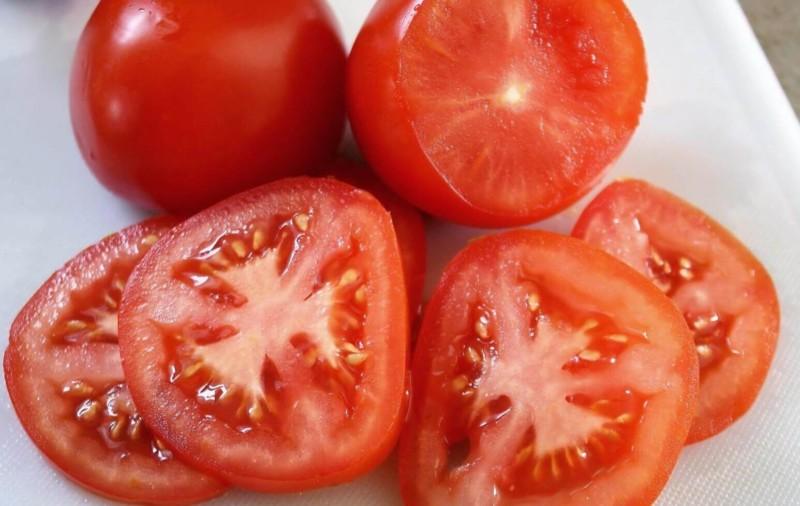 tomat untuk masker wajah