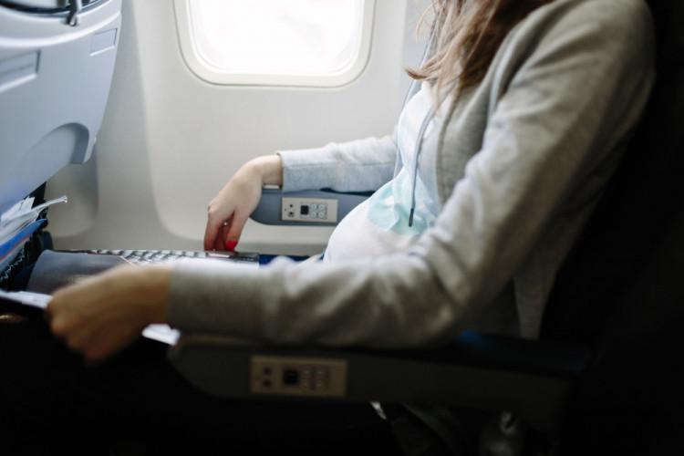 hamil muda naik pesawat terbang